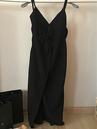 Bershka Siyah Yırtmaç Detaylı Elbise