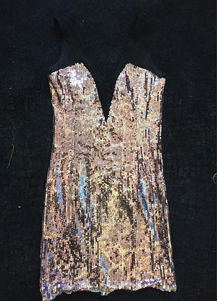 Pul ve tül detaylı dekolteli elbise